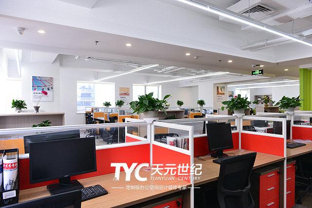 对于北京办公室装修设计来说,尤其是一些销售人员或者网络营销的办公室工作人员的办公室空间环境来说,需要的办公室环境更是简单,只需要一部电话机或者一台电脑就已经足够。所以可以在进行北京办公室装修设计的时候,取消每一个人的固定座位,只需要在办公区域准备上安装齐全的网络线路以及电话插孔就足够 ,这样销售人员在进行工作的时候可以根据自己的喜好任意选择办公位置。这种装修和设计方式从某些方面来说,可以很好地利用平面空间环境,也能很好的让办公人员进行会谈和交流,有利于工作的展开。